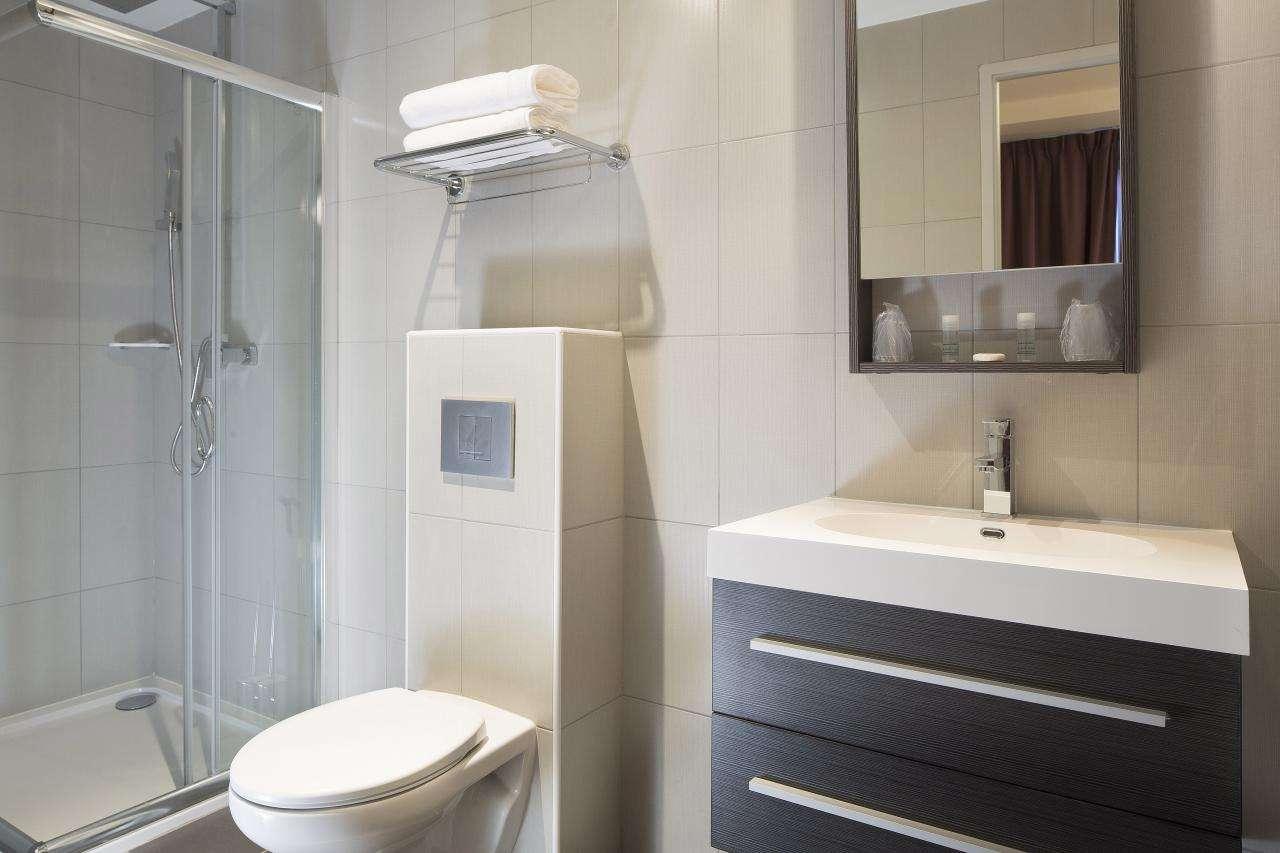 Executive Hotel - Room - Bathroom