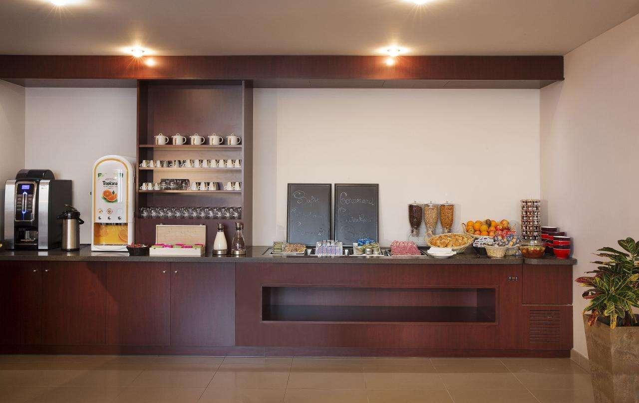 Executive Hotel - Breakfast Room